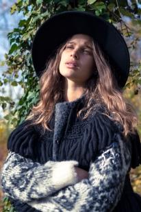 Hat: Zara Wool Vest: Jessica Conzen Jersey: H&M Boots: Monki